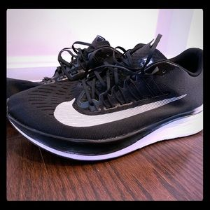 Nike fly running shoes